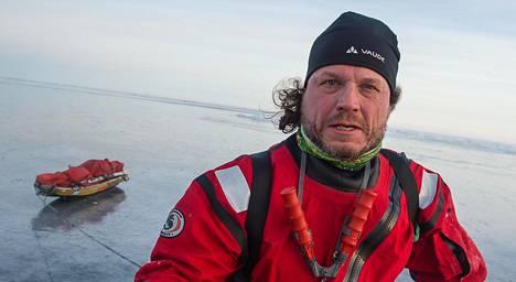 """Kari """"Poppis"""" Suomela otti selfien Merenkurkun ylityksen aikana."""