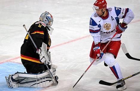 Venäjän Ilja Kovaltšukin hattutemppu riitti Saksan voittamiseen.