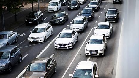 Päästöleikkaus koskisi uusia autoja.