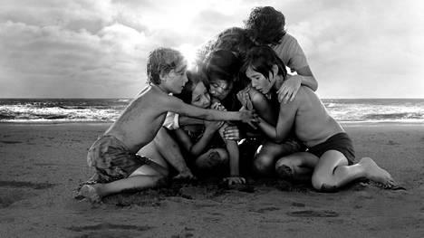 Marina de Tavira, Marco Graf, Yalitza Aparicio, Daniela Demesa, Diego Cortina Autrey ja Carlos Peralta Roma-elokuvassa.