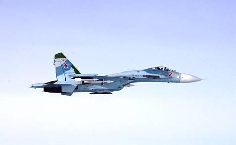 Ilmavoimien ottama kuva venäläisestä SU-27-hävittäjästä, jonka epäillään loukanneen Suomen ilmatilaa Suomenlahdella klo 16:43 torstaina 6. lokakuuta 2016.