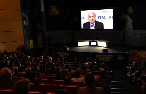 Fifan puheenjohtaja Sepp Blatter piti puheen videon välityksellä Manchesterissä syyskuussa.