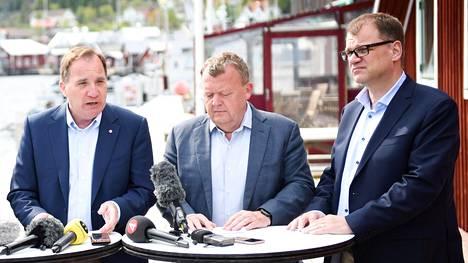 Ruotsin pääministeri Stefan Löfven (vas), Tanskan Lars Løkke Rasmussen ja Suomen Juha Sipilä osallistuivat Pohjoismaiden pääministerien epäviralliseen kokoukseen Ruotsin Örnsköldsvikin edustalla olevalla Ulvön saarella tiistaina.