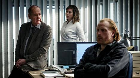 Beck (Peter Haber, vas.), Alexandra (Jennie Silfverhjelm) ja Steinar (Kristofer Hivju) tavataan taas.