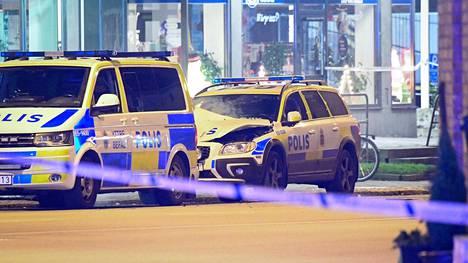Poliisiauto räjäytettiin Malmön poliisiaseman edessä.