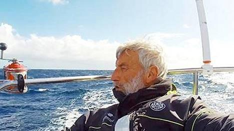 Jean-Luc Van Den Heede lähestyy jo maalia yksinpurjehduksessa maapallon ympäri.