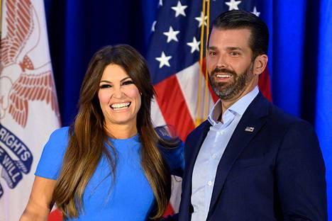 Kimberly Guilfoyle ja Donald Trump Jr. edustivat lehdistötilaisuudessa helmikuun alussa Iowassa.