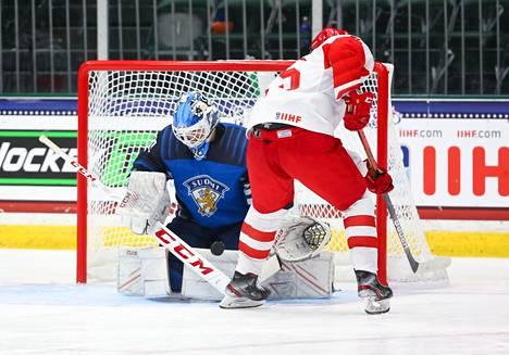 Suomi ja Venäjä pelasivat vastakkain jo lohkovaiheessa. Tuolloin maalivahti Aku Koskenvuo torjui Pikkuleijonille voiton rangaistuslaukauksilla.