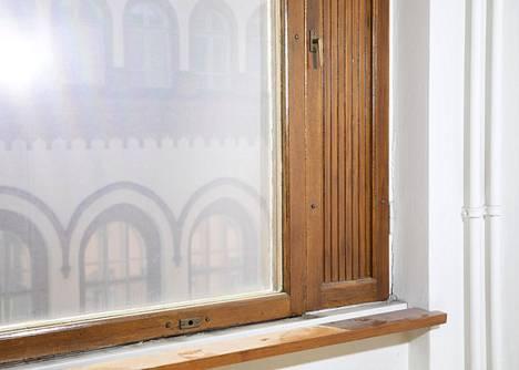 Ikkunat aiotaan entisöidä, koska osa alkuperäisistä säilyi vuoden 1997 tulipalossa.