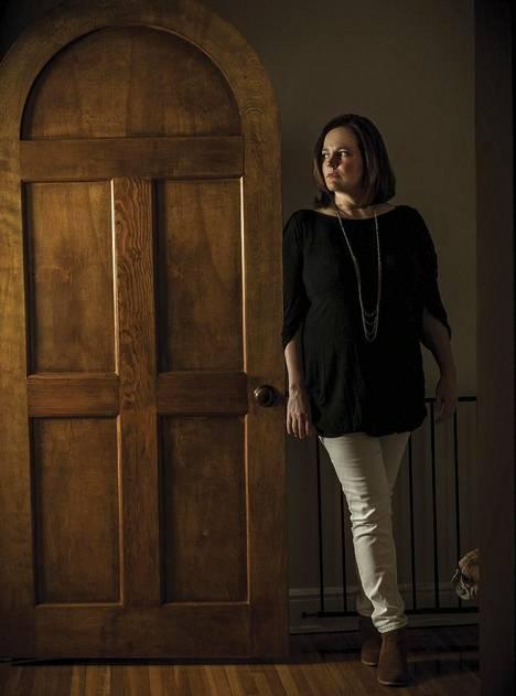 Kirjailija Michelle McNamara kiinnostui rikosten selvittämisestä jo 14-vuotiaana, kun hänen naapurinsa murhattiin.