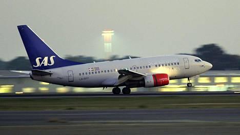 Ruotsidemokraattien puoluesihteeri on nyt luvannut, ettei enää astu jalallaan SAS:n koneeseen.