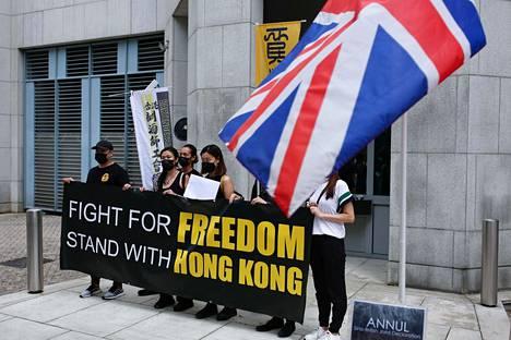 Perjantaina Hongkongissa pienessä mielenilmauksessa vaadittiin Britannian pääkonsulaatilta toimia uusien turvallisuuslakien vastustamiseksi.