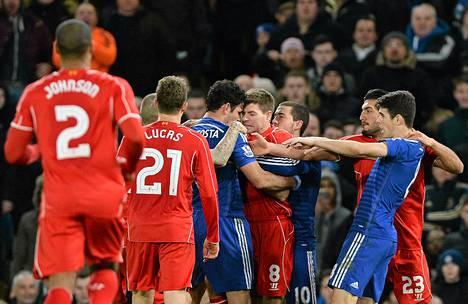 Diego Costa sai Liverpoolin pelaajat hiiltymään tempullaan.