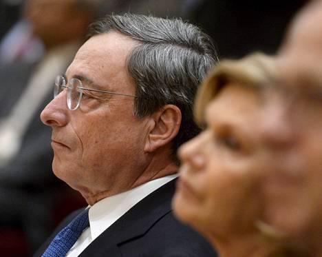 EKP:n pääjohtaja Mario Draghi saapui Suomeen puolisonsa Serena Draghin kanssa.