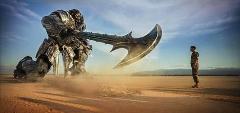 Transformers-sarjan on tarkoitus kasvaa ainakin kahdeksan elokuvan mittaiseksi.