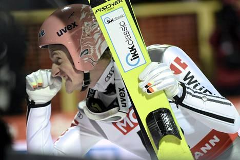 Saksan Severin Freund osoitti kovia kilpailuhermoja ja teki kummallakin kierroksella selvää jälkeen MM-kisojen suurmäessä Falunissa.