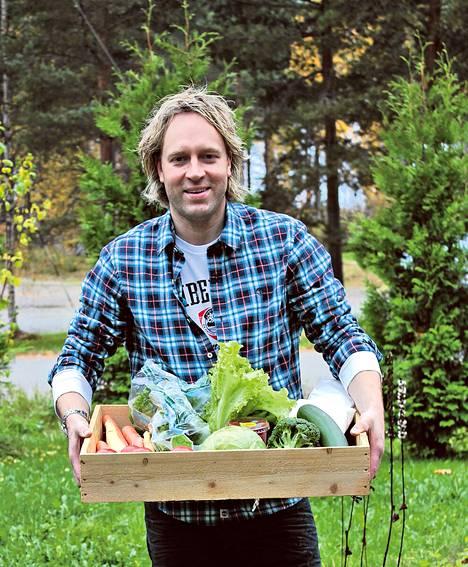 Helsinkiläisen Savoy-ravintolan keittiöpäällikkö Kari Aihinen vetää uutta tosi-tv-ohjelmaa.