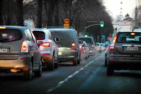 Helsingissä suurin yksittäinen energiankuluttaja on liikenne.