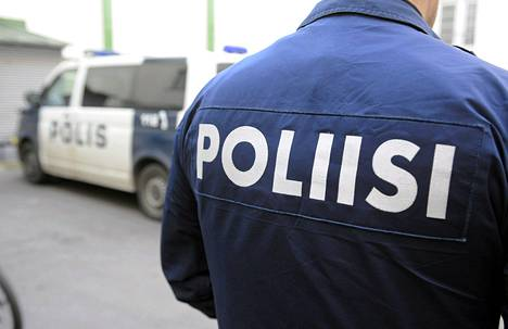 Suomalaiset luottavat yhä poliisiin, mutta usko virkavallaan aukottomaan lahjomattomuuteen horjuu.