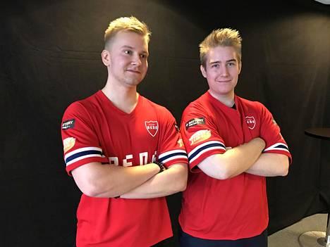 Miika Tekoniemi (vas.) ja Roope Kurkela ovat tyytyväisiä uuden joukkueen kokoonpanoon.