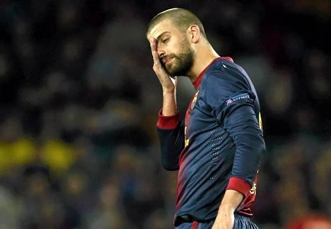 Barcelonan luottopuolustaja Gerard Pique oli allapäin oman maalin jälkeen.