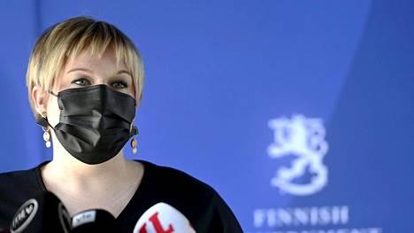 Annika Saarikko (kesk.) kommentoi kehysriihen neuvotteluita 29. huhtikuuta.