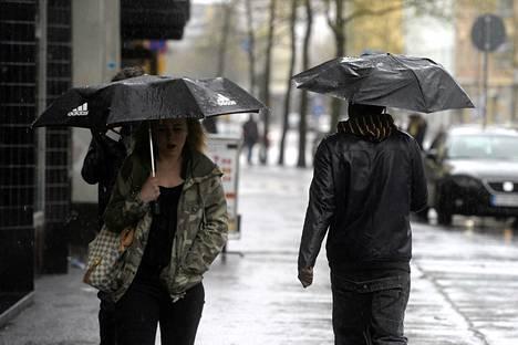 Helsingissä satoi toukokuun 2. päivänä.