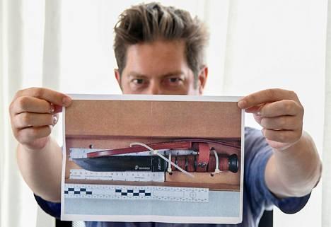 Kuvaa veitsestä, jolla Cerciello Rega surmattiin, esiteltiin medialle heinäkuussa.