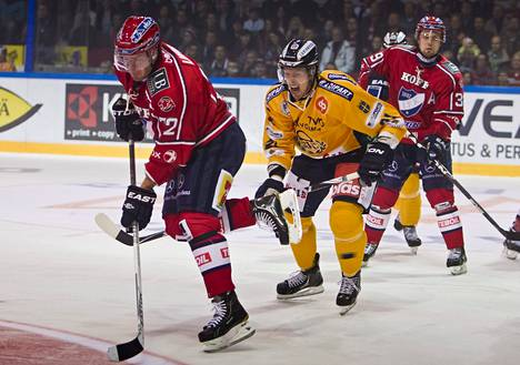Siim Liivik teki tärkeän maalin heti pelikieltonsa jälkeen.