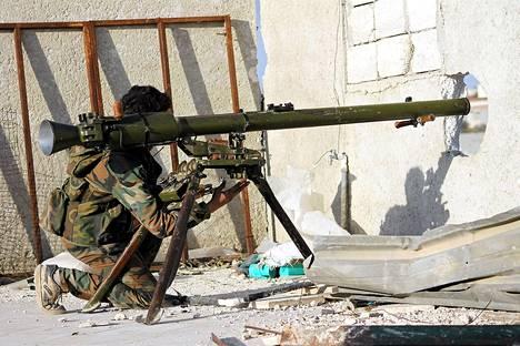 Syyrian kapinallisten taistelut hallituksen joukkoja vastaan jatkuivat Aleppon kaupungissa perjantaina samaan aikaan, kun rauhanneuvotteluita käytiin Genevessä.