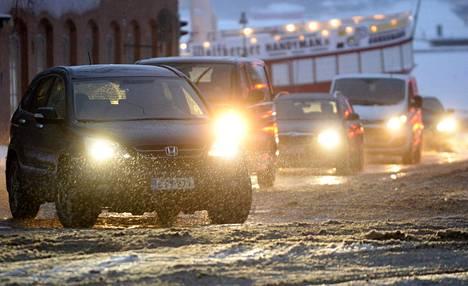 Keskiviikolle on odotettavissa ajoittaisia lumisateita aina iltapäivään asti.