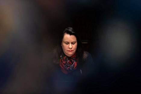 Perustuslakivaliokunnan puheenjohtaja Johanna Ojala-Niemelä eduskunnassa 9. joulukuuta.