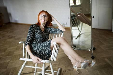 """Leila Simonen myi yrityksensä joitain vuosia sitten ja jäi eläkkeelle. Nyt on aikaa keskittyä niihin asioihin, jotka tekevät onnelliseksi.""""Olen utelias edelleen. Se pitää virkeänä"""", hän sanoo."""