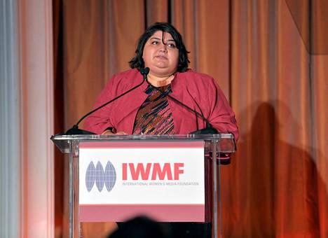 Azerbaidžanilainen tutkiva journalisti Hadija Ismailova Kaliforniassa vuonna 2012.
