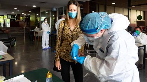 Sevillassa Espanjassa otettiin huhtikuun lopussa näytteitä vasta-ainekartoitukseen.