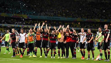 Saksan jalkapallomaajoukkueen kapteenin Philipp Lahmin mukaan joukkueessa on paljon kokemusta finaaleista, mikä on hänen mukaansa Saksalle ehdoton etu MM-loppuottelussa.