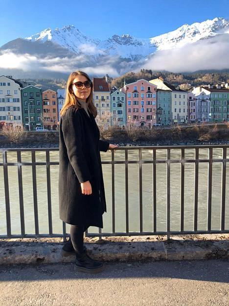 Hilda Mäkinen Innsbruckissa Itävallassa ennen Suomeen palaamista.