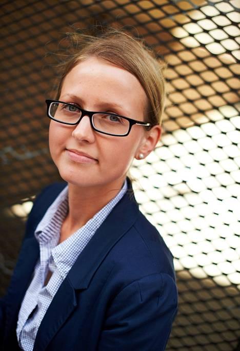 Saara Hynninen on 1980-luvun lapsi. Hänen edustamansa Y-sukupolvi käy verkko-ostoksilla kuin kotonaan.