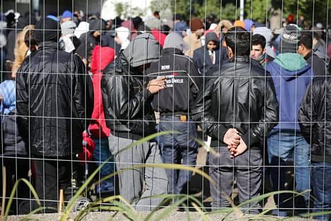 Turvapaikanhakijoita Berliinissä lokakuussa 2015.