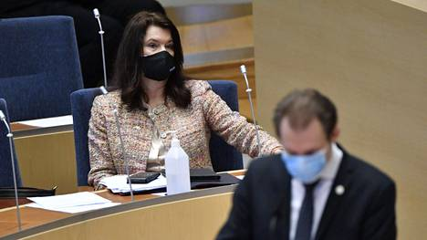 Sosiaalidemokraatteja edustava ulkomisteri Ann Linde ja ruotsidemokraattien kansanedustaja Markus Wiechel valtiopäivillä keskiviikkona.