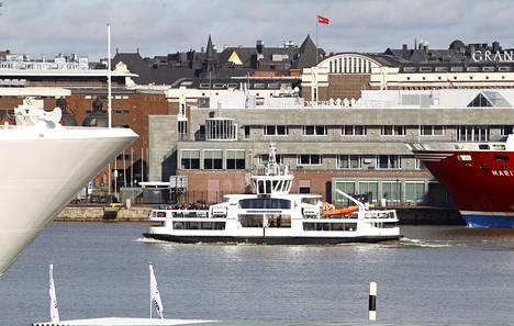 Lauttaliikenne seisoo perjantaina kello 11–13 mantereen ja Suomenlinnan välillä.