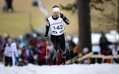Lari Lehtonen hiihti Jyväskylän 30 kilometrin kisassa SM-kultaan.
