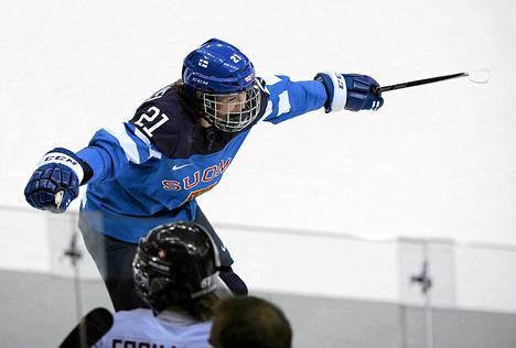 Michelle Karvinen tuuletti maaliaan Sveitsiä vastaan.
