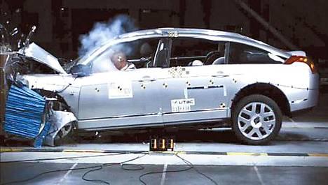 Citroën C6:lle ensimmäisenä neljä tähteä jalankulkijan suojasta