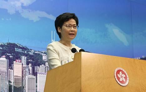 Hongkongin hallintojohtaja Carrie Lam kertoi tiistaina, että Hongkong aikoo soveltaa Kiinan läpiviemää uutta turvallisuuslakia ankarasti.