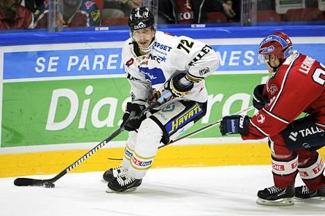 Joonas Donskoin maali auttoi Kärpät voittoon Ässistä. Kuva marraskuisesta HIFK-pelistä.