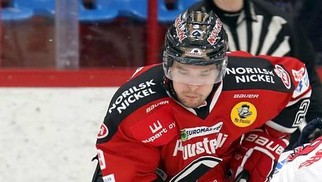 Matti Kuparinen vei Ässät alivoimalla 1–0-johtoon tiistai-illan ottelussa.