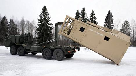 Suomalaiset yritykset ovat yhdessä Suomen valtion kanssa pitkään pyrkineet Lähi-idän markkinoille. Patrian valmistama konttiin rakennettu kranaatinheitinyksikkö lähti asemessuille Arabiemiraatteihin joulukuussa 2016.