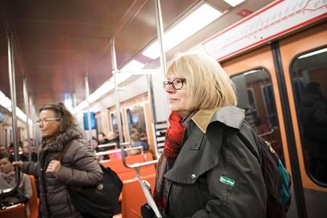 Keilaniemeen matkaava Kirsi Aalto sanoo, että matka ei nopeudu metron myötä, mutta matka muuttuu mukavammaksi.