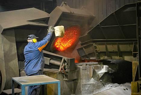 Suomen kansantalouden kokonaistuotannon kehnot lukemat kertovat ennen kaikkea vaikeuksista rakentamisessa, teollisuudessa ja palvelualoilla.